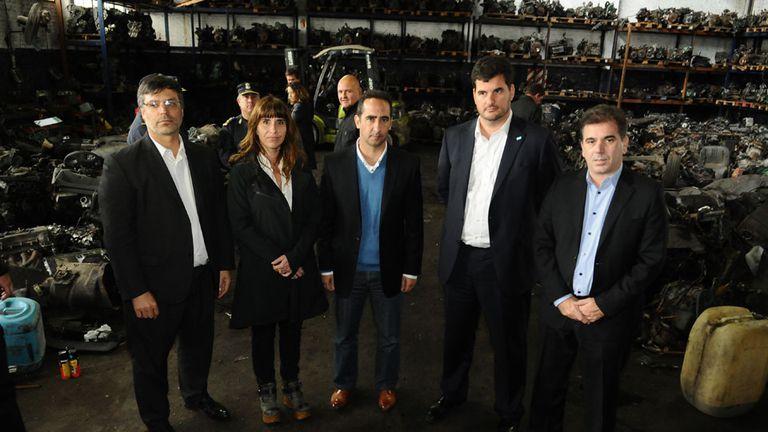 Cristian Ritondo, junto a Eugenio Burzaco, al intendente de Morón, Ramiro Tagliaferro y a la la titular de UFIJ n° 9 de Morón, Claudia Fernández