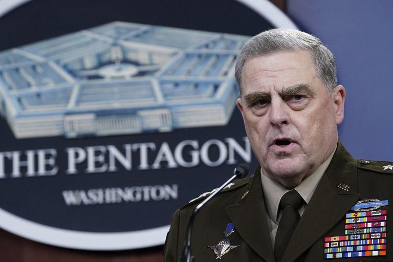 El jefe del Estado Mayor conjunto, general Mark Milley, hace declaraciones en el Pentágono, en Washington, sobre el fin de la guerra en Afganistán, el 1 de septiembre. (AP Foto/Susan Walsh)