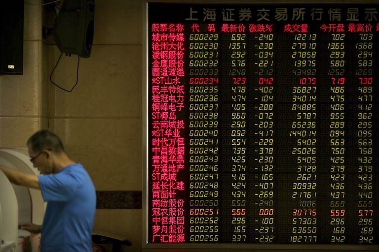 Los mercados asiáticos se desplomaron hoy después de la sorpresiva amenaza del presidente Donald Trump de alzas arancelarias adicionales a las importaciones chinas
