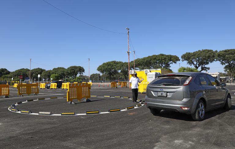 En la nueva pista de pruebas de Costanera Norte se realiza el examen práctico para obtener la licencia de conducir o cambiar de categoría