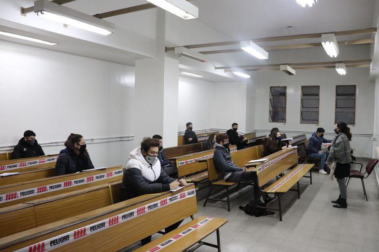 Algunos cursos presenciales comenzaron en la UBA a mediados del mes pasado