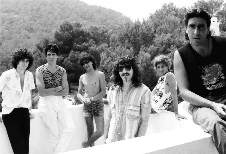 Los Abuelos de la Nada: Andrés Calamaro, Cachorro López, Miguel Abuelo, Gustavo Bazterrica, Alfredo Desiata y Polo Corbella