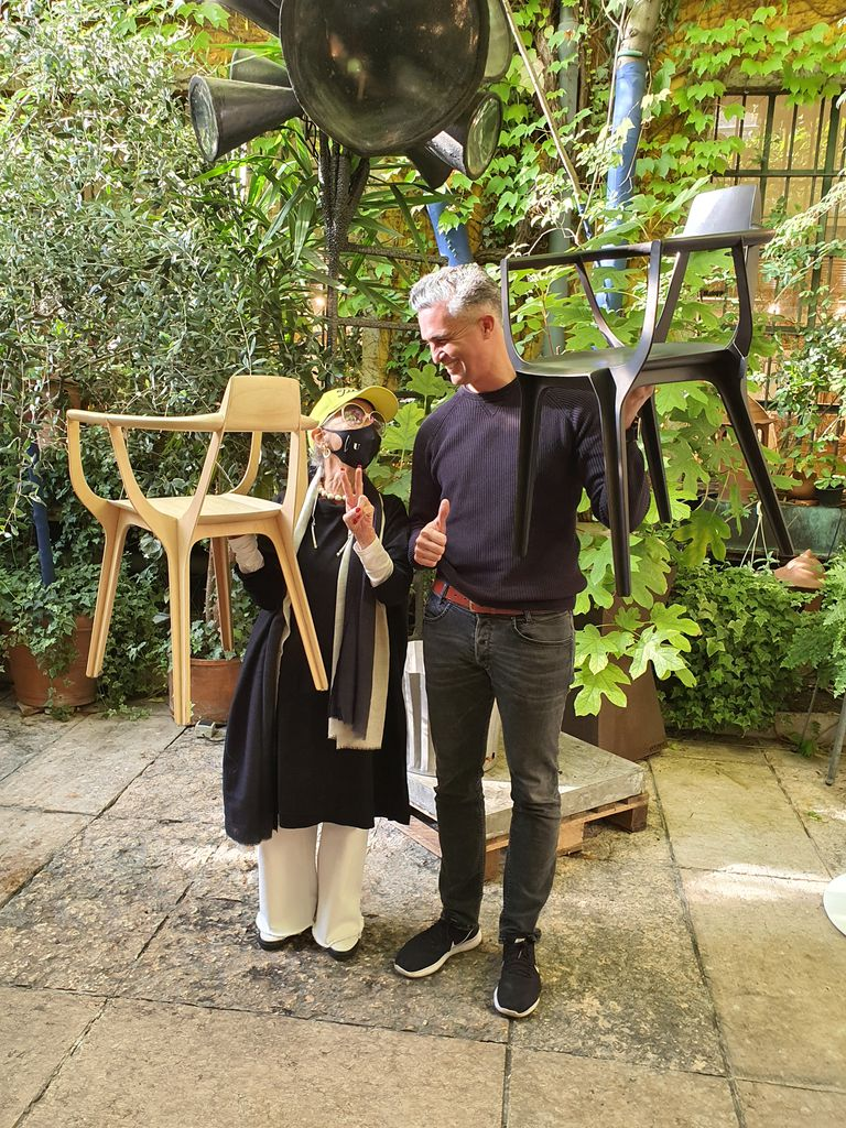 Con el diseñador argentino Francisco Gómez Paz, ganador del Compasso d'Oro con su silla Eutopia.