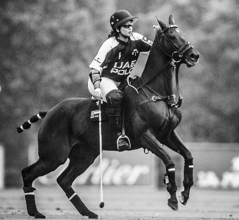Al Maktoum pone dos equipos, UAE y UAE II, en la temporada alta británica de polo; ambos, con cuatro jugadores argentinos, llegaron a las semifinales por la Copa de la Reina.