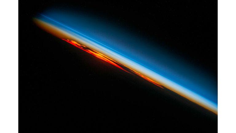 La puesta de sol sobre el sur del Océano Atlántico