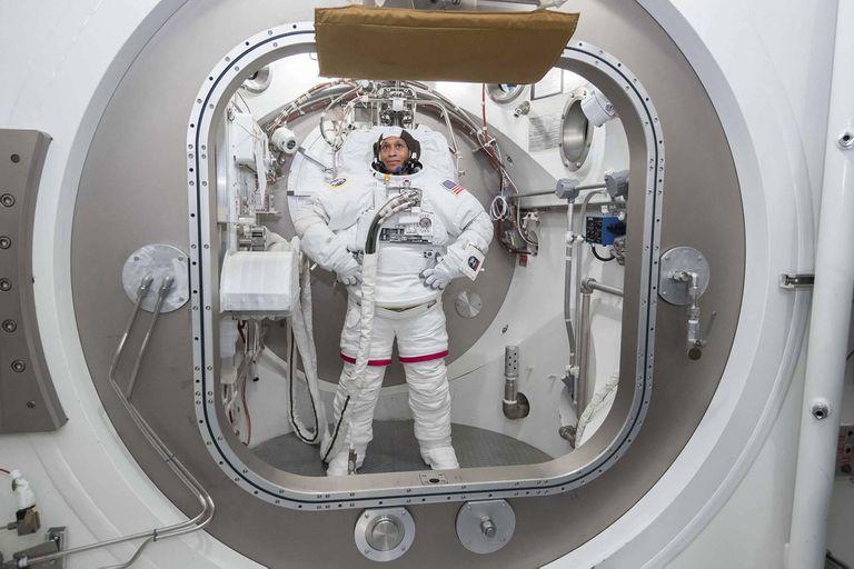 """La nueva camada de astronautas de la NASA - conocida como """"Grupo 22"""", pero apodada """"Las Tortugas"""" - está compuesta por siete hombres y cinco mujeres de entre 29 y 42 años."""