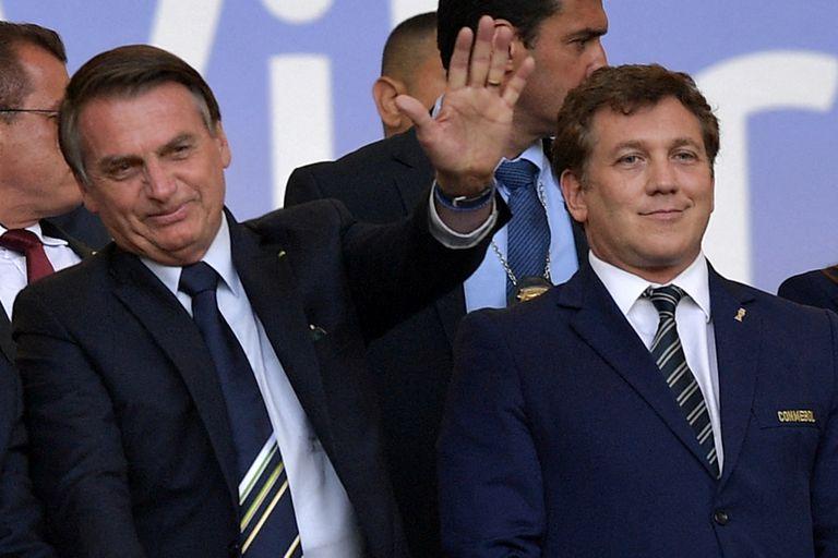 El presidente brasileño Jair Bolsonaro y el titular de la Conmebol, el paraguayo Alejandro Domínguez