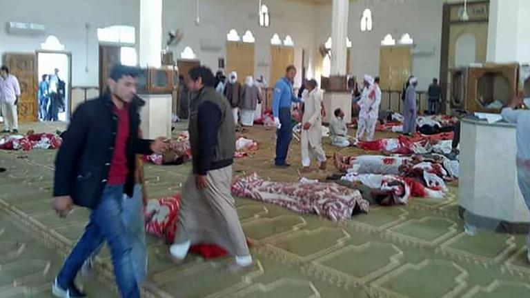 La masacre en una mezquita ayer, el peor atentado en la historia de Egipto