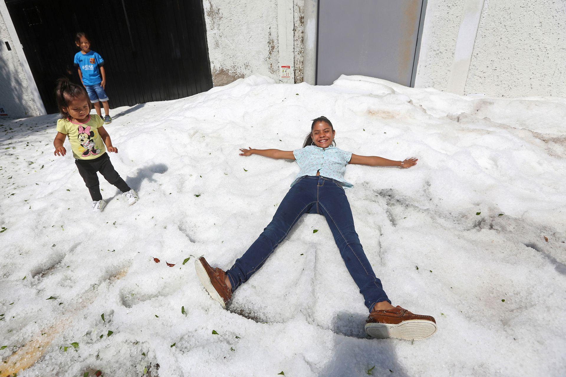 Escenas que jamás se habían visto en Guadalajara, un granizo que parecía una nevada