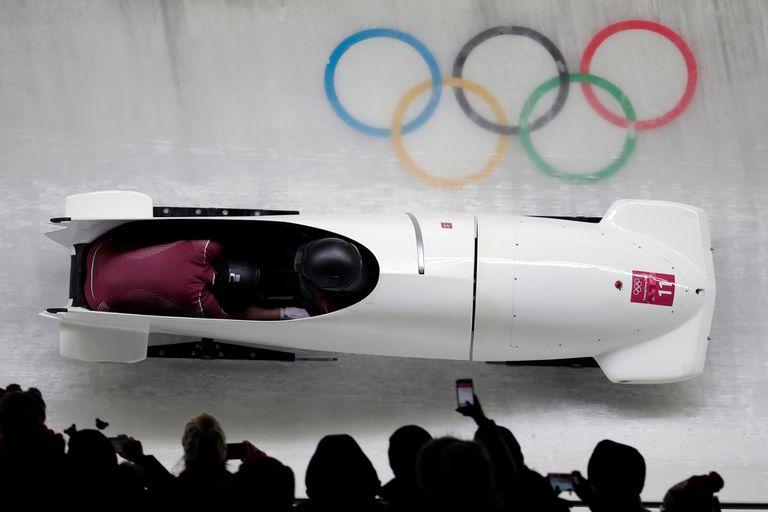 Las rusas en plena competencia de bobsleigh