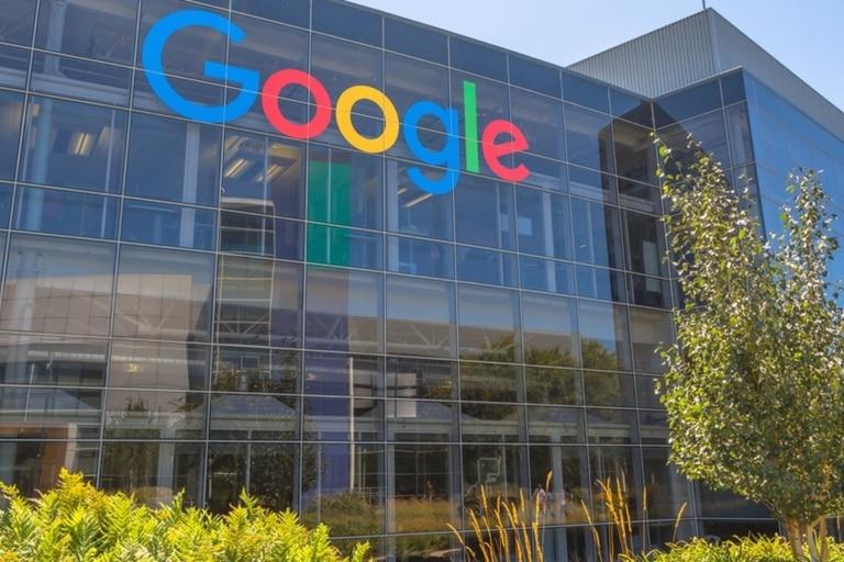 Algunos críticos mostraron su preocupación de que el plan de Google impedirá que sus rivales desarrollen catálogos útiles de información