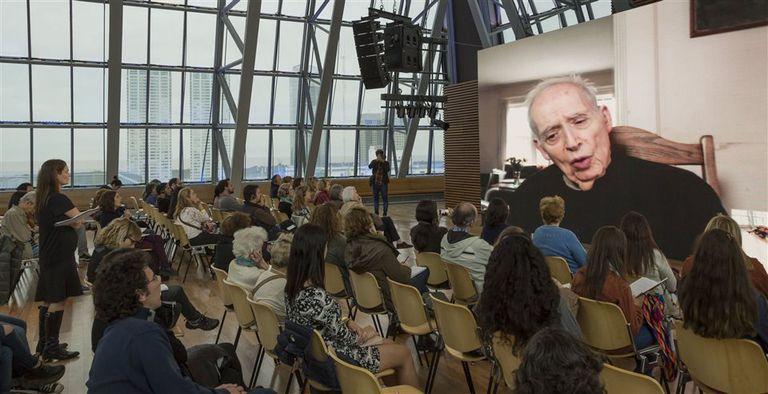 """Desde New Haven, el crítico aseguró que el Nobel a Bob Dylan """"es un chiste"""""""