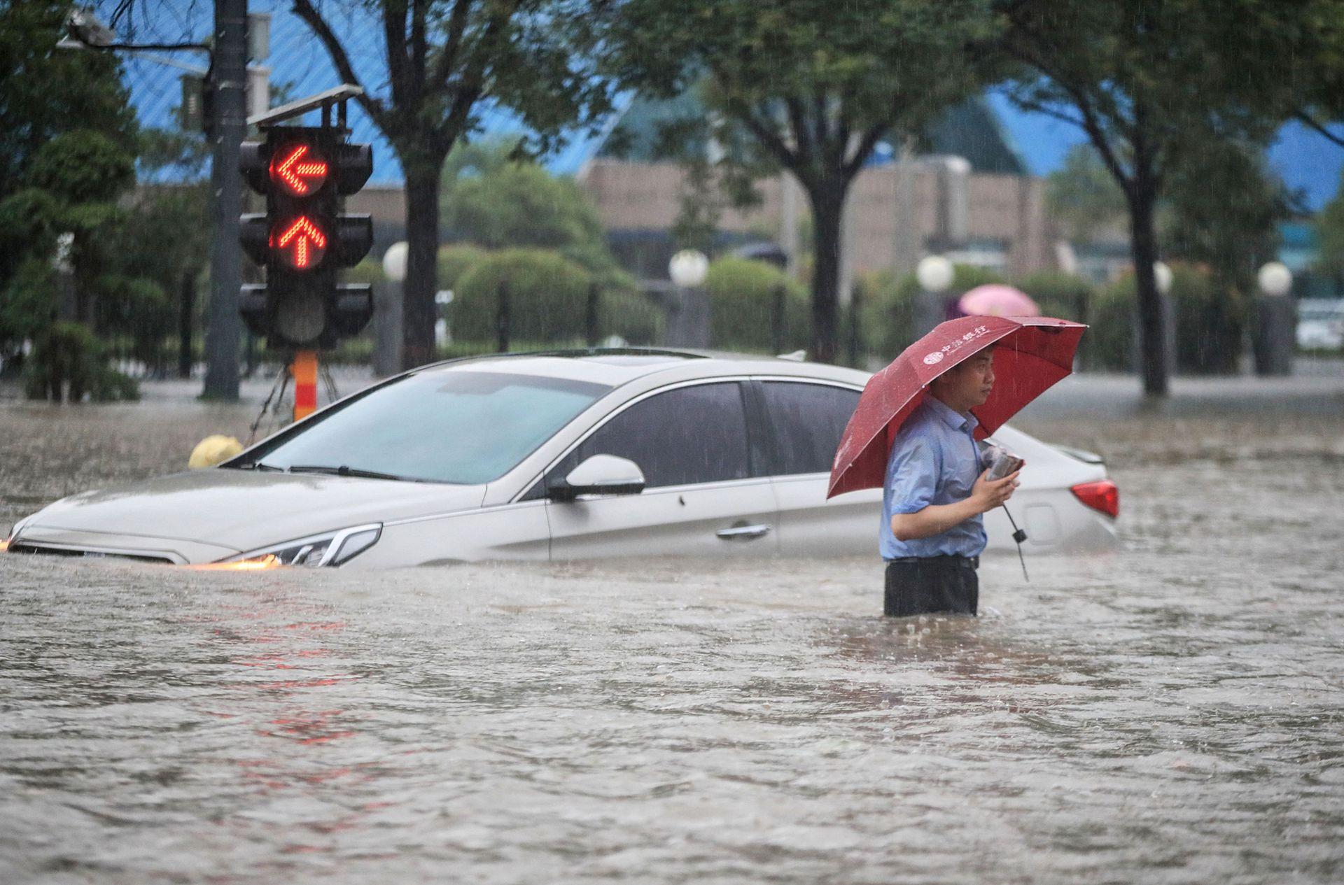 Además de Zhengzhou, otras ciudades afectadas desde el lunes son Luoyang, Xuchang, Pingdingshan y Nanyang. Las mayores lluvias se registraron en el condado de Lushan de la ciudad de Pingdingshan, con 400,8 mm de precipitaciones