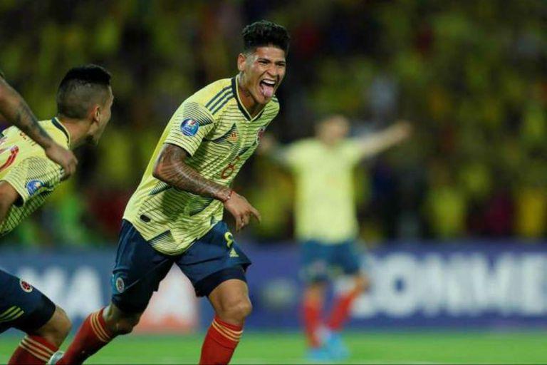 El festejo en el gol de Carrascal para el triunfo de Colombia