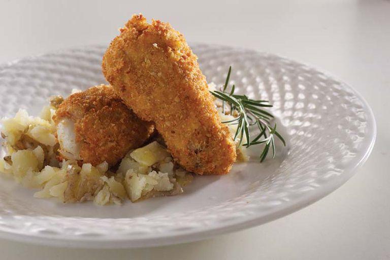 Alitas de pollo crocante con queso y papas rústicas