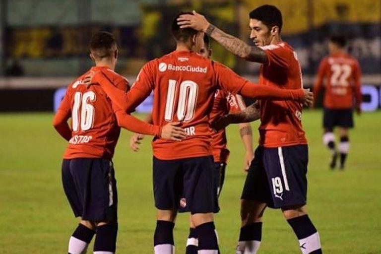 Independiente goleó con un hat trick de Benítez