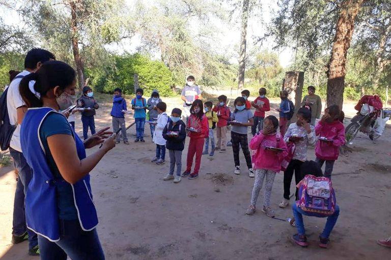 """""""Les tuvimos que pedir que coman en sus casas"""", contó Sonia Camera, directora de la Escuela N°994, de Paraje Pozo El Toba"""