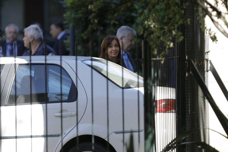 Cristina Kirchner al llegar a Comodoro Py en el marco de un operativo de seguridad