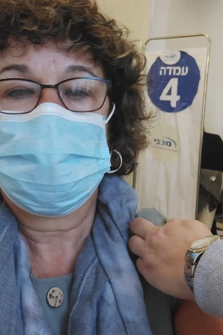 Nomi Feiman recibió la primera dosis vacuna de Pzifer a fines de diciembre y la segunda el 13 de enero de 2021
