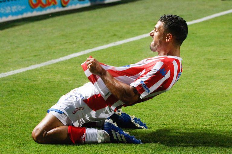 ¡Hasta su DT se sorprendió! El golazo de Juárez para el 3-2 de Unión ante Lanús