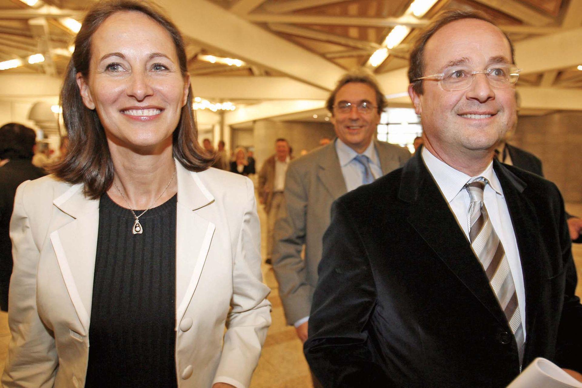 Desde los 70 hasta 2007, François Hollande estuvo en pareja con la dirigente socialista Ségolène Royal, madre de sus cuatro hijos.