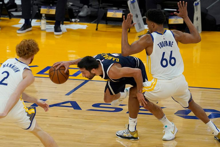 Facundo Campazzo terminó con ocho puntos en su primer partido con la camiseta de Denver Nuggets en la NBA