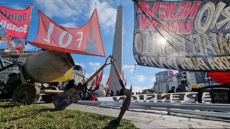 Distintas organizaciones sociales protestan a la altura del Obelisco