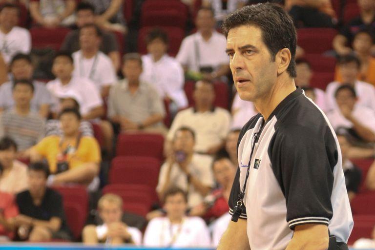 El árbitro de la polémica final del Mundial 2002 habló de Manu Ginóbili