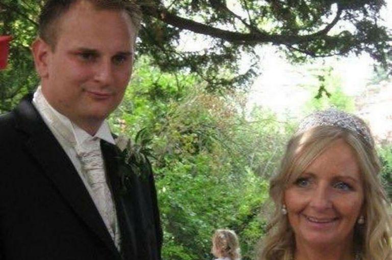 Julie se casó con Paul casi el mismo día de la boda de Paul con su Lauren, pero cinco años después