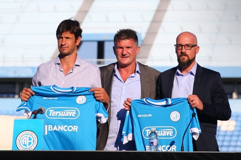 Alejandro Orfila y Mauro Óbolo son presentados por Luis Artime, tras la firma de sus contratos con Belgrano.