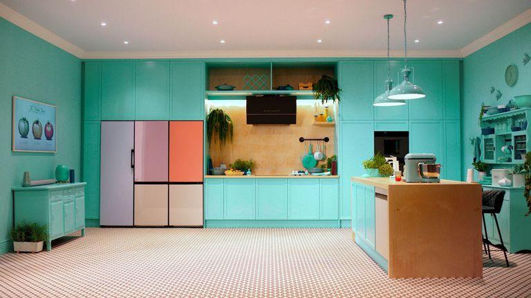 12-10-2021 Electrodomésticos para la cocina.  Samsung ha anunciado sus novedades en electrodomésticos, que incluyen nuevas incorporaciones en la gama de productos Bespoke, como el aspirador inalámbrico o el robot autónomo, o un nuevo armario o zapatero de limpieza la vapor o los purificadores de agua y aire.  POLITICA INVESTIGACIÓN Y TECNOLOGÍA SAMSUNG