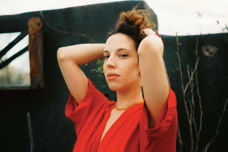 """Vera Spinetta habla de su disco debut: """"Decidí experimentar con mi voz"""""""