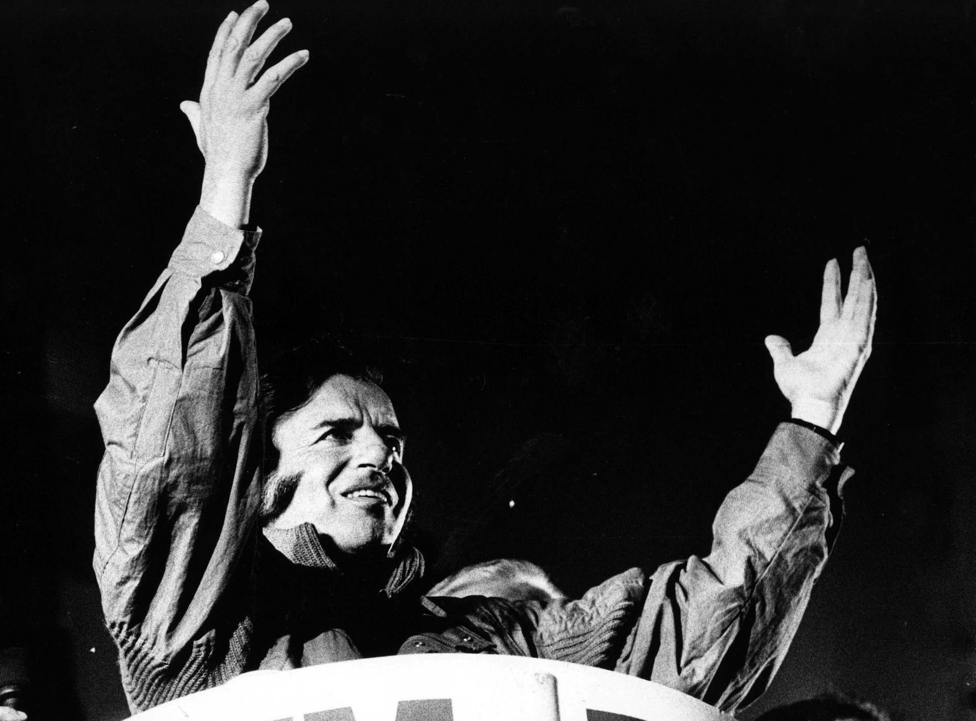 El cierre de la campaña presidencial de Menem en 1989