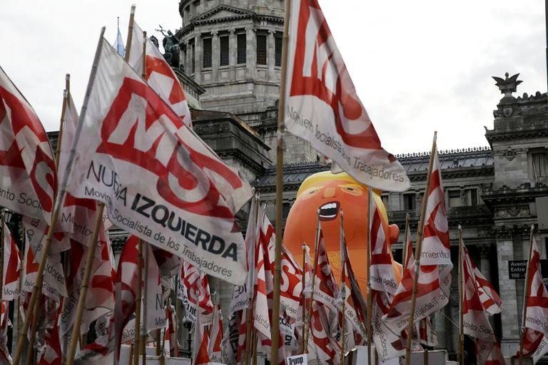 La Izquierda se manifesto en la contracumbre de los pueblos frente al Congreso