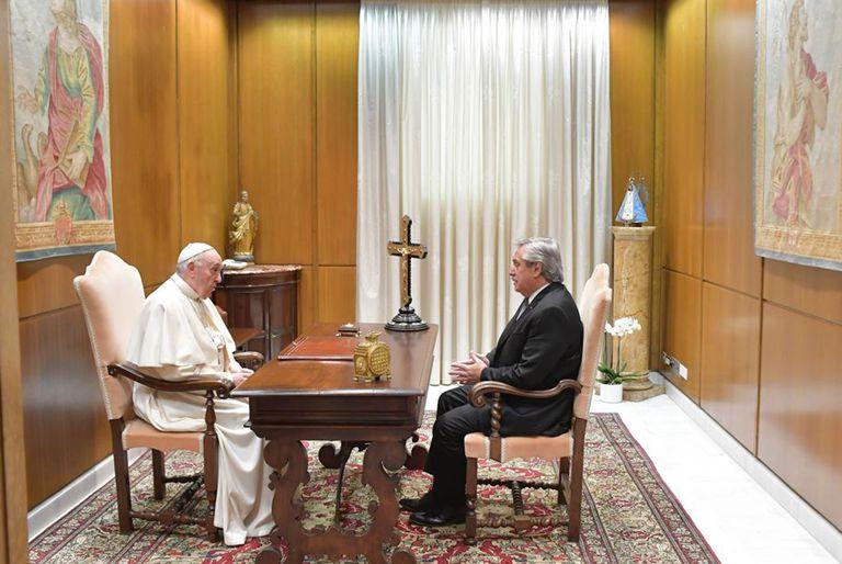 El Papa Francisco recibió a Alberto Fernández en una reunión a solas de 25 minutos