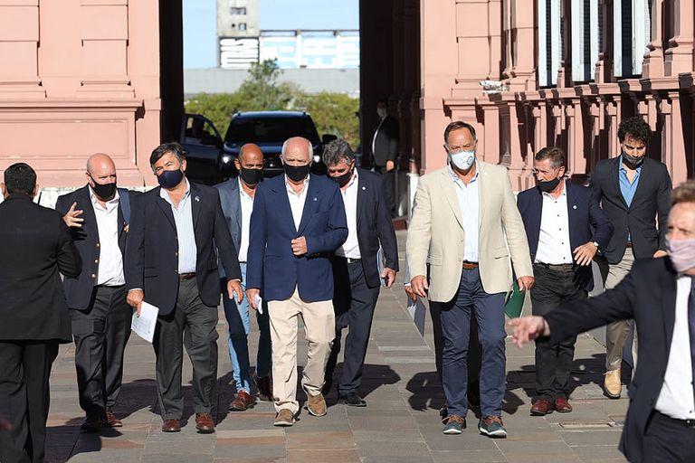 Los integrantes de la Mesa de Enlace se retiran de la Casa Rosada