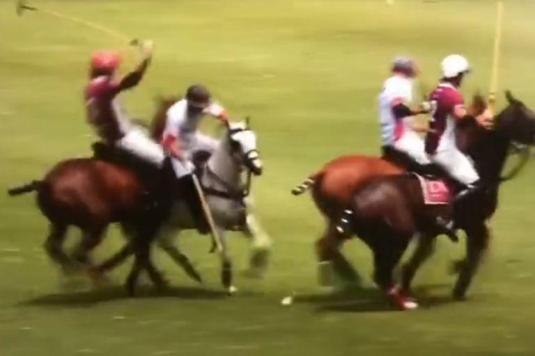 El instante del choque de Alejandro Novillo Astrada a Tito Ruiz Guiñazú