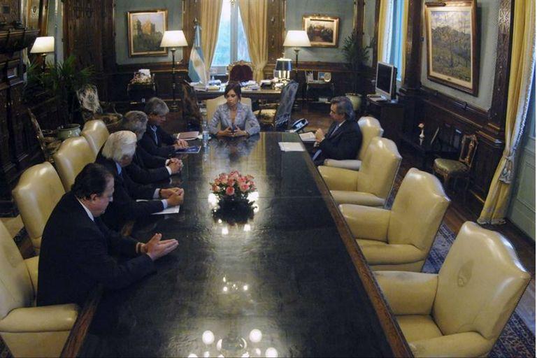 Cristina Kirchner y Alberto Fernández junto a Eduardo Buzzi, Mario Llambías, Luciano Miguens y Fernando Gioino (expresidente de Coninagro en el conflicto)