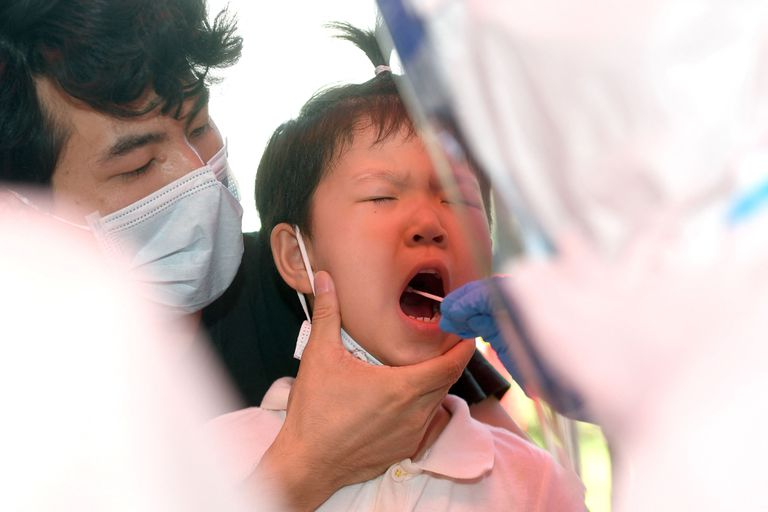 En alerta por el rebrote, Wuhan lanza una masiva campaña para testear a toda su población