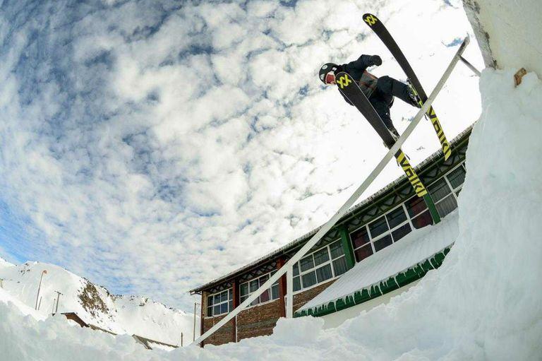 Cristóbal, el prodigio del esquí extremo: el niño que sorprende en Bariloche