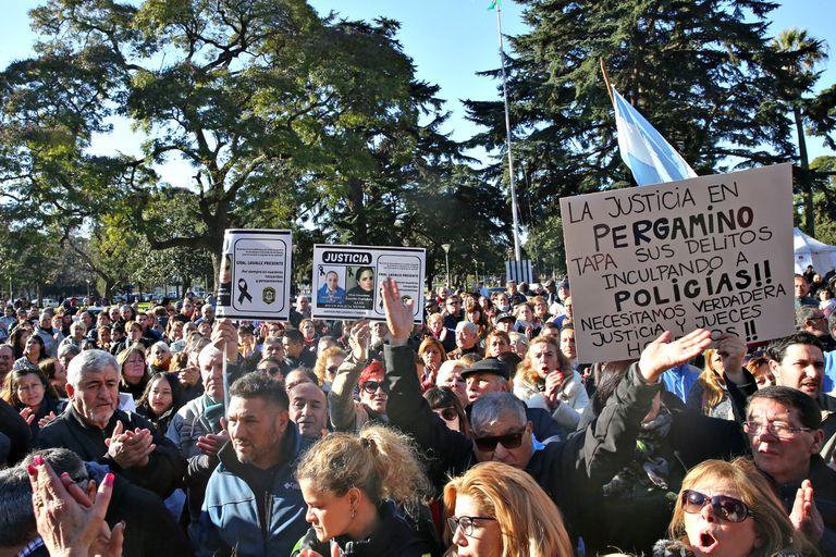 Marcha por los policías caídos en La Plata