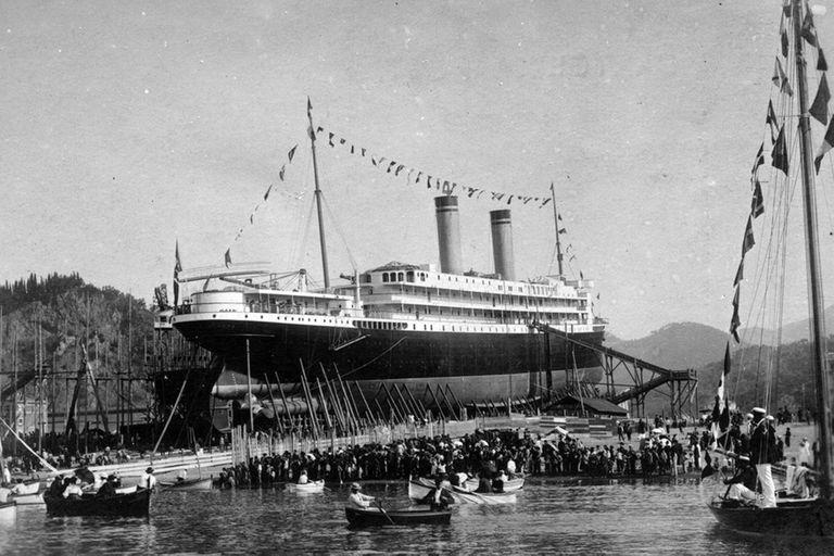 SS Principessa Jolanda, el buque hermano del Mafalda, poco antes de su fallida botadura
