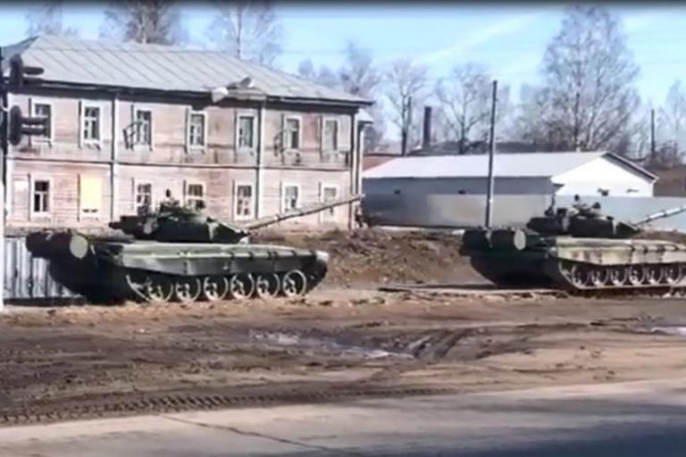 Las imágenes del despliegue de fuerzas rusas hacia el este de Ucrania comenzaron a circular desde finales de marzo