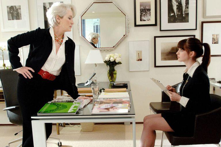 """Escena de El diablo viste a la moda, con Miranda Priestly (Meryl Streep) y Andrea """"Andy"""" Sachs  (Anne Hathaway)"""