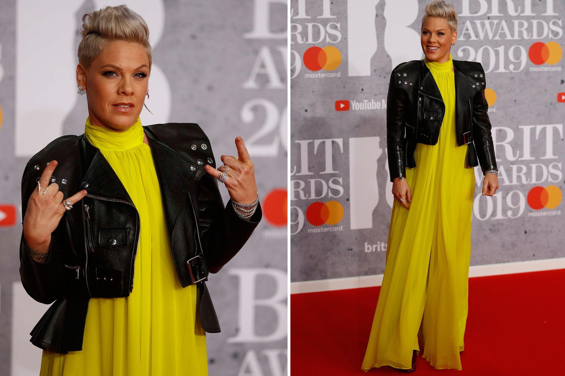Sin lugar a duda, Pink no pasó inadvertida anoche al llegar anoche a los BRIT Awards