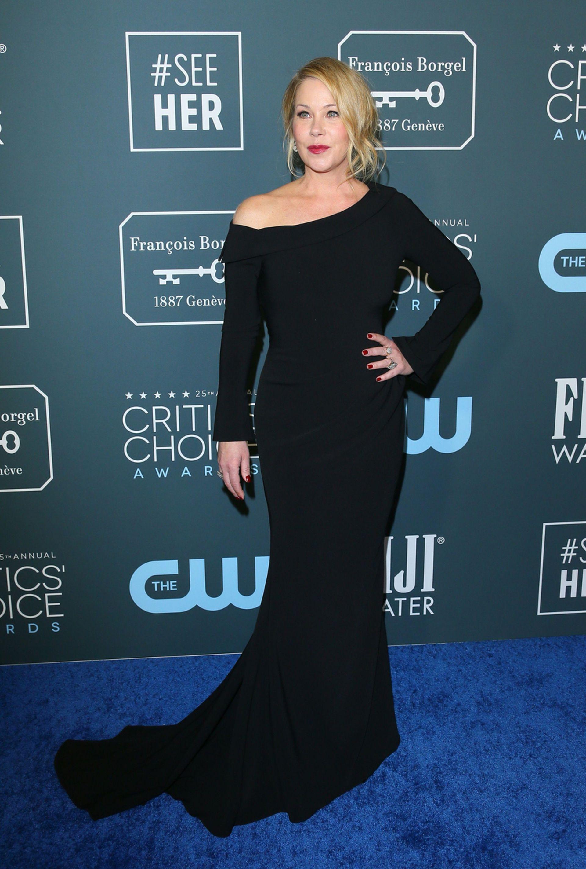 Christina Applegate, impecable en un vestido negro de Christian Siriano