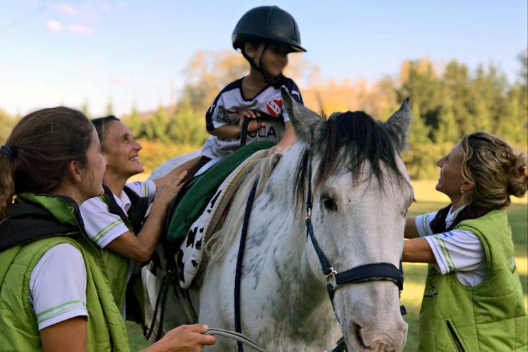 Trabajan con caballos y en medio de la pandemia reflotaron un proyecto revolucionario