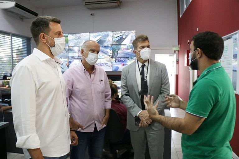 Diego Kravetz y Néstor Grindetti invitaron a Fernando Burlando a la municipalidad de Lanús les gustaría que jugara políticamente en La Matanza