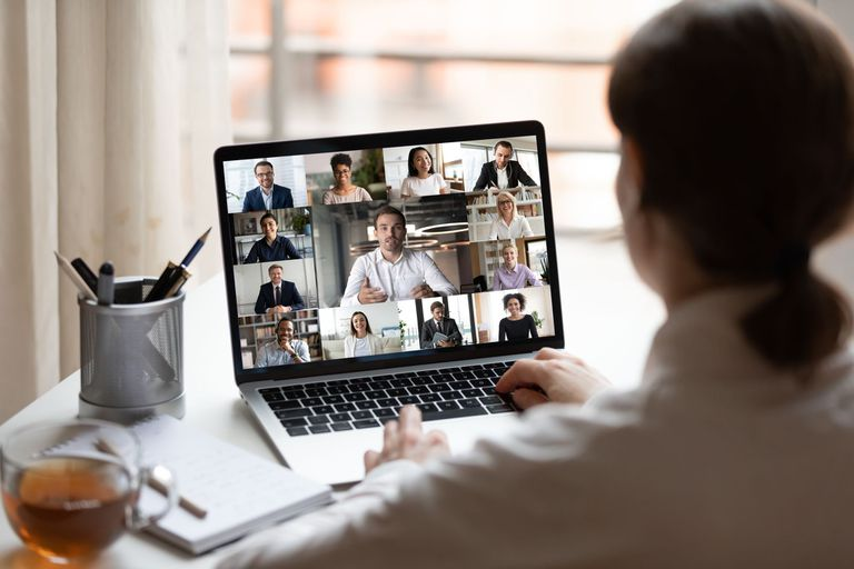 Videollamadas: cómo lograr más cercanía con los que están en la pantalla