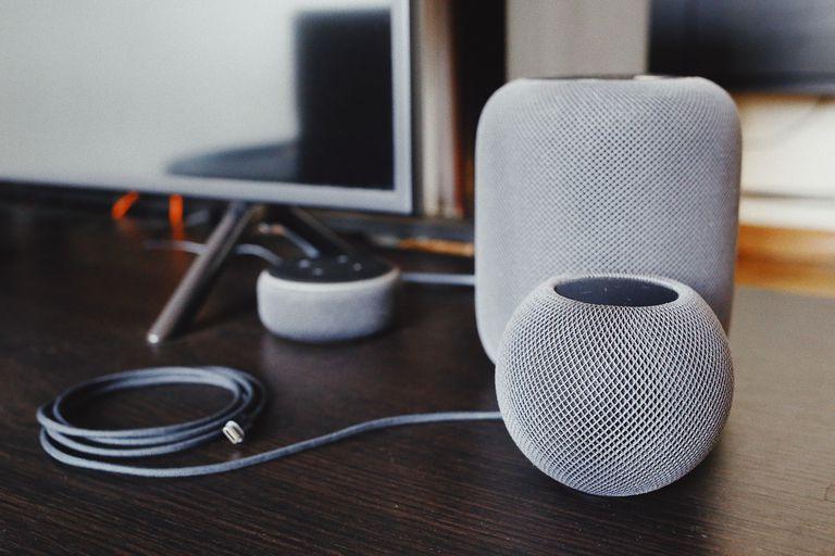 Los dispositivos Echo y Echo Dot de Amazon usan Alexa como el comando que dices antes de dar instrucciones o hacer una pregunta